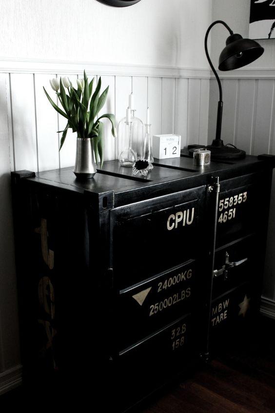 Kok Gratt Och Vitt :  , vitt och grott i koket, svart plotskop med text, tennvas