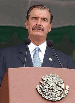 Vicente Fox anuncia que el 90% del presupuesto va a gasto social. 2003  Lourdes Medina A01337201 Ivana Hernández A01337819 Alejandro Mendoza A01337267