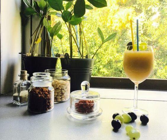 Δροσερό smoothie με σταφύλια, αχλάδι και πράσινο τσάι - http://ipop.gr/sintages/sinodeftika/drosero-smoothie-stafylia-achladi-ke-prasino-tsai/: