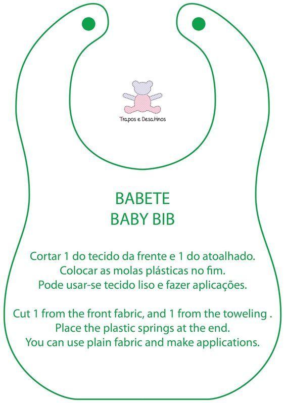 Um babete feito com tecido de algodão e tecido atoalhado. Fecha com uma mola de plástico. O molde é da nossa autoria.    An easy to make b...