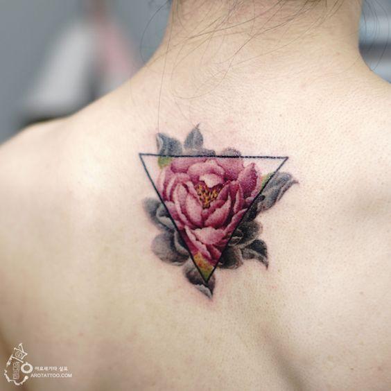 11 tatuagens delicadas de florais em aquarela