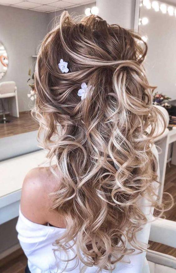 Haarklammer 35 Wunderschone Hochzeitsfrisuren Die Sie Tatsachlich Selbst Machen Konnen Die In 2020 Hochzeitsfrisuren Haare Hochzeit Rustikale Scheunenhochzeit