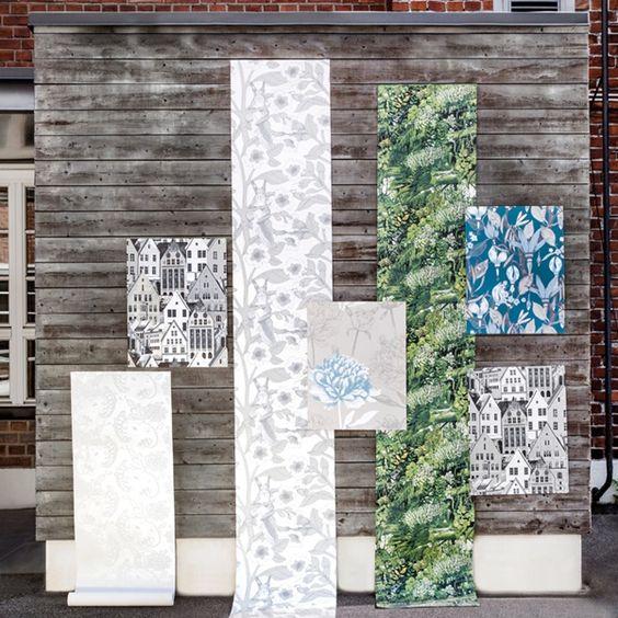 Papel pintado de estilo nórdico Vallila Horisontti , la temática relacionada con la naturaleza, bosques frondosos y majestuosos árboles en diferentes tonalidades , las combinaciones de colores en los diseños florales son espectaculares, y el acabado metalizado en los pétalos y las hojas los hace ser más elegantes todavía. Destacamos el modelos de las casas por su originalidad, para más info en https://papelpintadobarcelona.com/2016/11/28/papel-pintado-estilo-nordico-vallila-horisontti/