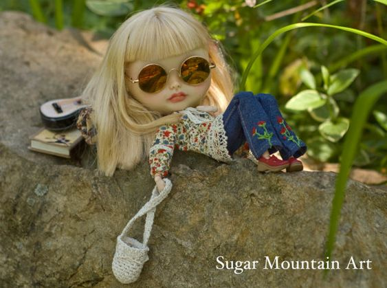 Spring Festival. Seventies Tunic, Sugar Mountain Jeans, Crocheted Boho Bag And Leather Choker For Blythe Doll