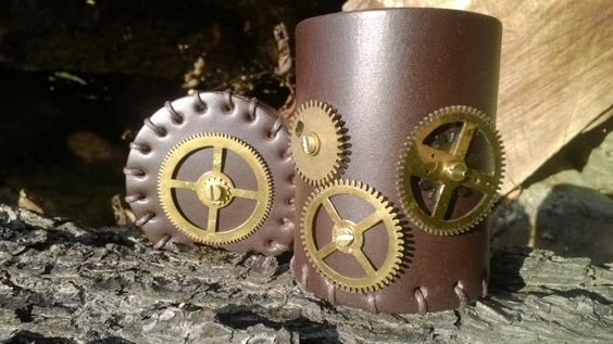 Dark leather cup with real metal gears. Available only at Essen Spielenmesse in two weeks!