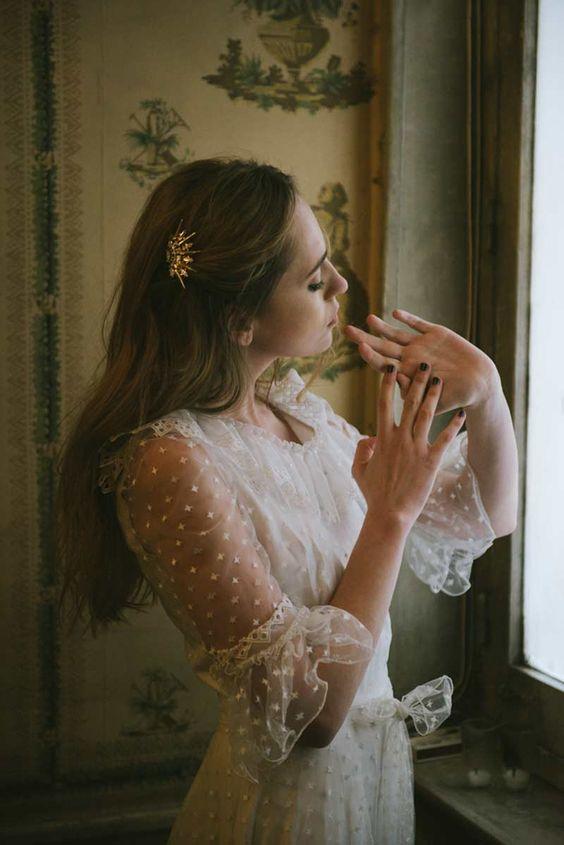 Novia de @solealonso63 fotografía @ddvyr visto en el blog de @casildasecasa #invitacionesclasicas #bodasdiferentes #savethedateprojects