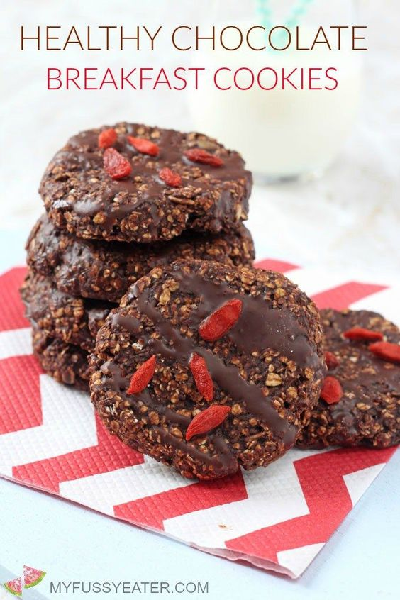 Chocolate cookies for breakfast? Yes please! These cookies are packed full of slow releasing carbs, fibre and nutrients, helping to keep you and your family full until lunchtime!