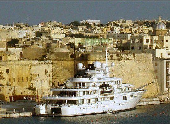 Il miliardario Paul Allen ha messo in vendita da alcuni mesi il suo mega yacht Tatoosh . Prezzo richiesto attorno ai 125 milioni di euro, si tratta del 26esimo superyacht per dimensioni al mondo. Dieci camere da letto, ed altrettante stanze per gli ospiti ed il proprietario, più le 2 cabine per lo staff una…