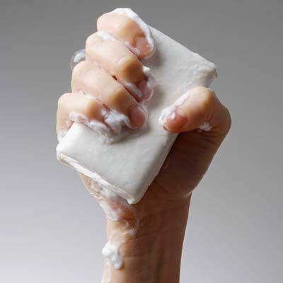 Eles podem ser usados todo dia? Servem para a higiene íntima? Descubra se sabonetes antibacterianos realmente matam bactérias e previnem alergias.