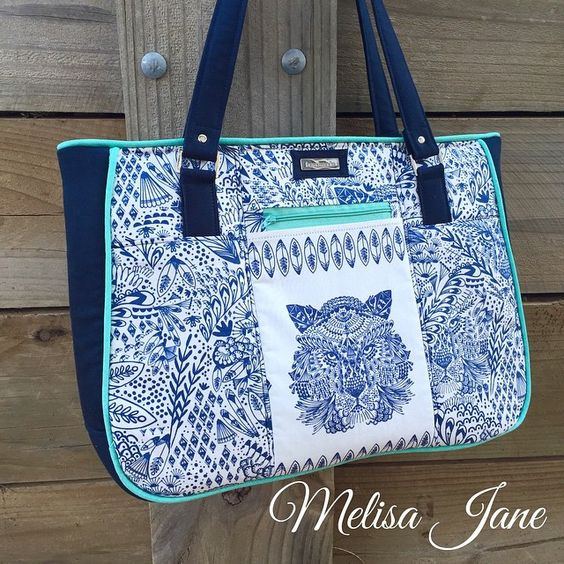 @melisajanehandmade - Another #goinuptowntote , this time using the awesome #bengalfabric from @hawthornethreads and of course the usual #emmalinehardware . Love the pattern @twoprettypoppets !