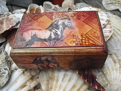 Neelz Expressionz: #Altered box  #horse