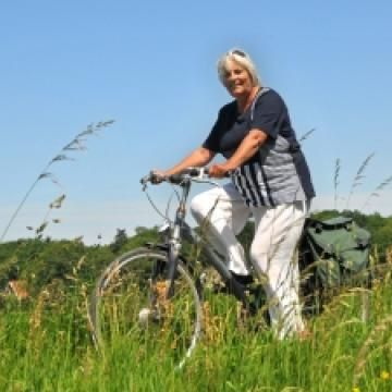 6 Ways to Avoid Arthritis Pain | ThirdAge - cycling is good