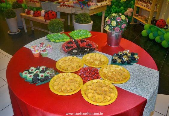 Festa Infantil - Joaninhas no Jardim, mesa de doces 3. http://www.suelicoelho.com.br/2012/03/festa-infantil-joaninhas-no-jardim-da.html