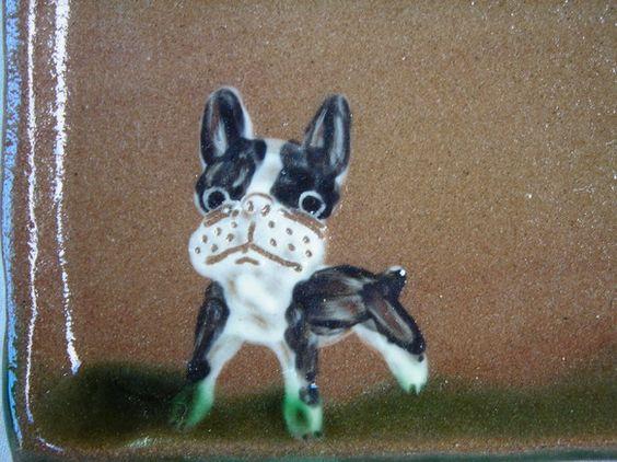 縦15cm×横21.5cm×高1cmボストンテリアと犬の足跡の柄が入ったプレート皿です。お皿としてでも、カップなどをのせるプレートとし...|ハンドメイド、手作り、手仕事品の通販・販売・購入ならCreema。