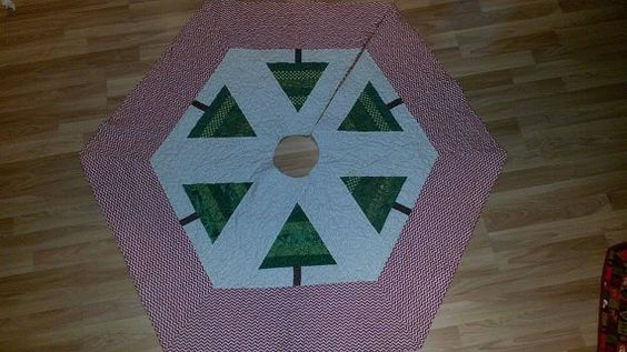 Quilted Tree Skirt by QuiltsbyKatlin on Etsy