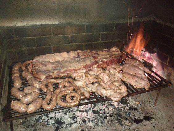 Asado, Mollejas, Chinchulines, Salchicha Parrillera y Chorizos