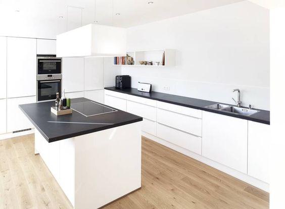 Küchenarbeitsplatte Aus Nero Assoluto Zimbabwe (Gabbro) Mit Satinierter  Oberfläche.   Granit Arbeitsplatten   Pinterest   Kitchens, Interiors And  House
