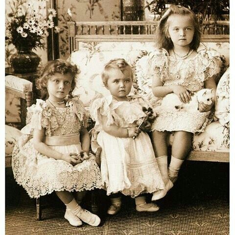 Grand Duchesses Tatiana, Maria and Olga of Russia, 1900. ______________ Великие княжны Татьяна, Мария и Ольга, фотография 1900 года.