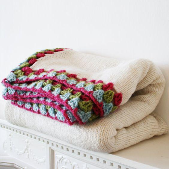 Manta de Lana con aplicaciones a crochet. Hermosa!
