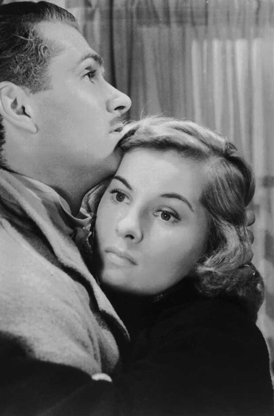 1940 Joan Fontaine and Laurence Olivier in Rebecca: