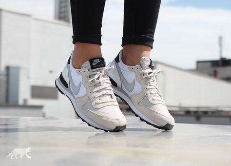 Nike wmns Internationalist (Light Bone / Grey Mist - White - Black)