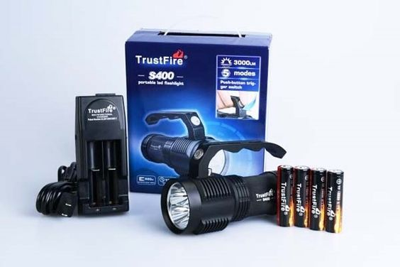 91.67$  Watch now - http://alixlp.worldwells.pw/go.php?t=32776473394 - TrustFire S400 4xCREE XM-L2 3000lm 4-Mode LED Flashlight+4x18650+1xCharger