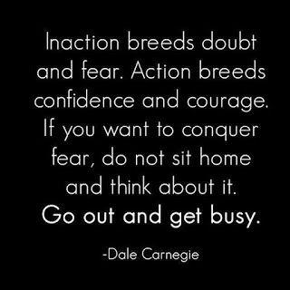 Todos queremos ser corajosos e confiantes. Todos ansiamos por aquele momento de coragem infinita que nos leva a perseguir o que mais queremos.Não esperes mais pelo momento em que tens toda a coragem que precisas. Não esperes mais pelo momento em que tens tanta confiança que não tens medo de nada. Es