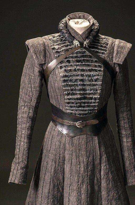 Sansa robe à planstron