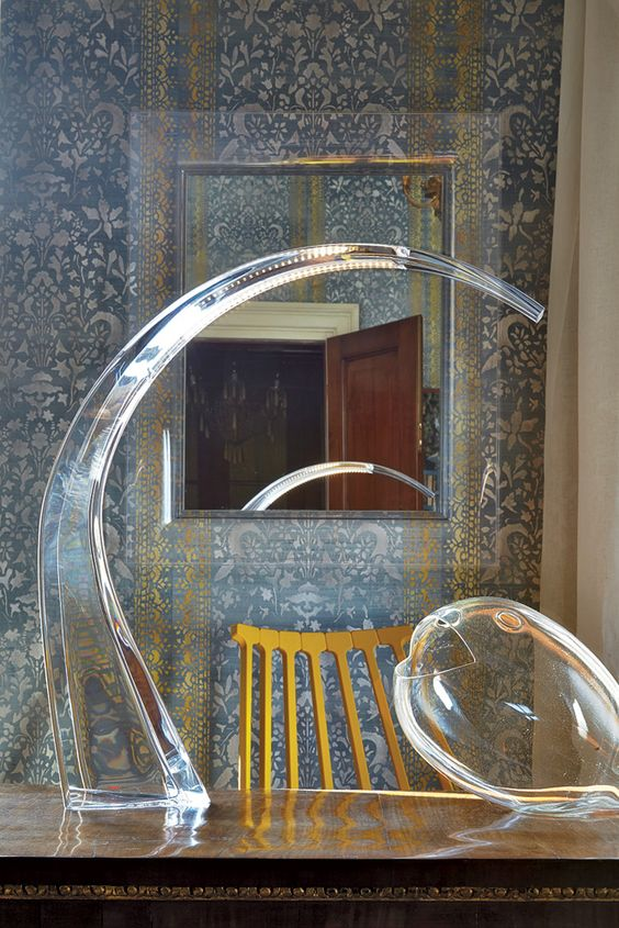 Transparent taj lamp by ferruccio laviani and francois for Philippe starck miroir