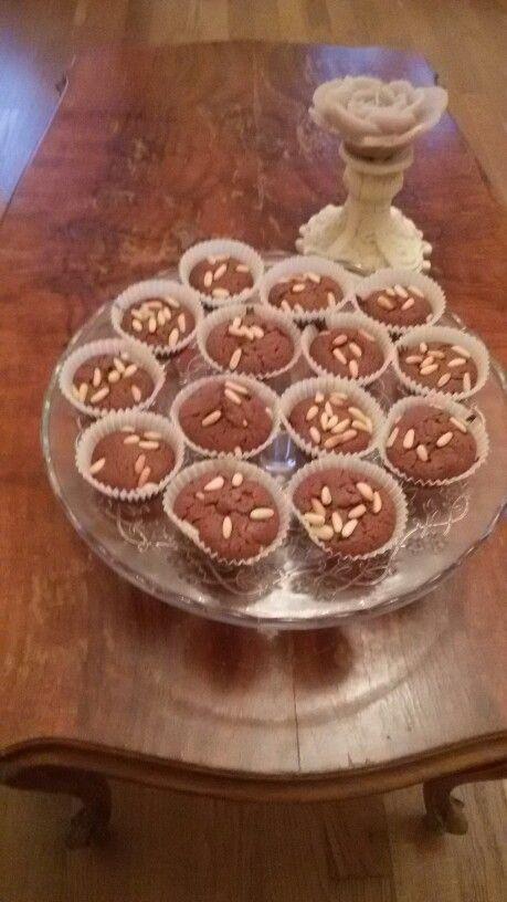 Brownie alla Nutella.  1 tazza di Nutella,  8 cucchiai di farina,  2 uova, 3 cucchiai di zucchero. ..mescolare e infornare a 180 per 10/15 minuti,  controllare con stecchino