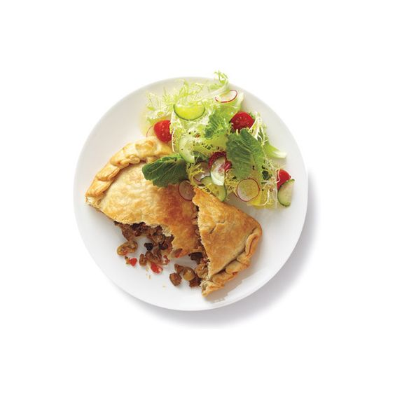 Turkey Empanadas With Salad ❤ liked on Polyvore featuring food, comida and fillers