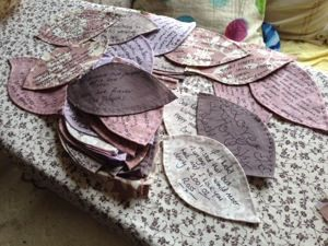 Signed appliqué leaves for a wedding quit - have guests write messages on blanket-stitched, interfaced leaves before you stitch them onto the final project. Really like this, but it looks like a lot of work - would have to be for someone REALLY special :)