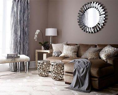 Peinture salon couleur taupe et rideaux gris | Salons, Salon cosy ...