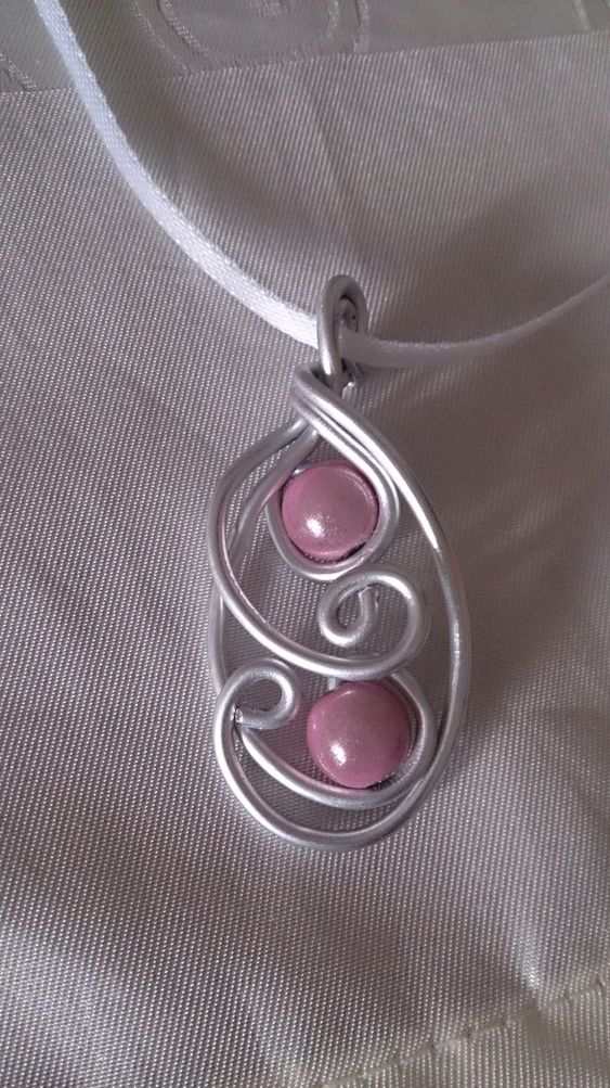 Pendentif N°23, bijoux fantaisie en fil aluminium : Pendentif par mandy-fantaisie
