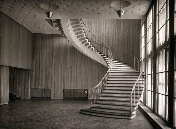 Karl Hugo Schmölz, Funkhaus Köln (NWDR), Hauptfoyer mit Treppe zum Hochfoyer…