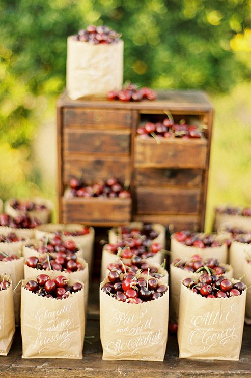 Give your guests fresh, handpicked cherries in brown bags made from recycled paper as a country wedding favor.: