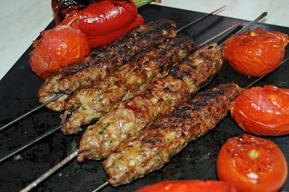 Adana Kebab, Brocheta larga de carne picada, Turquía