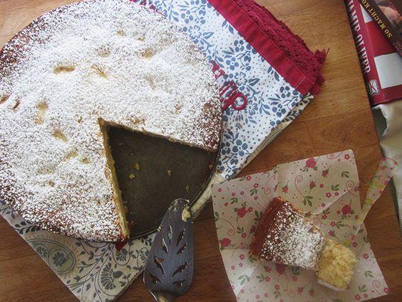 Pastel de queso con sémola y manzana