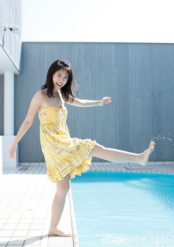 水を蹴る逢田梨香子