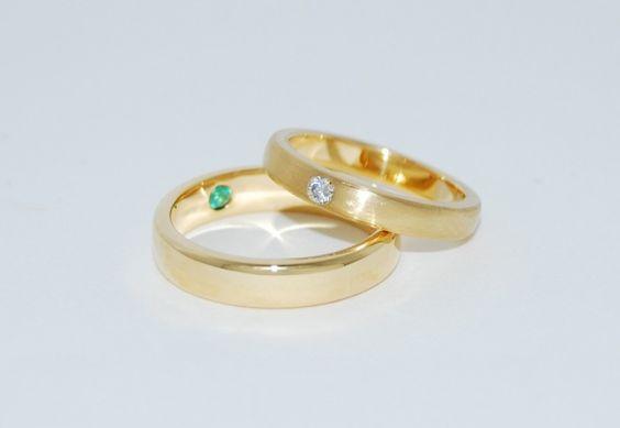 4. trouwringen 18kt briljant en smaragd