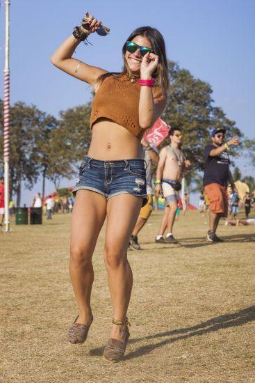 Um dos maiores festivais do Brasil, o Tomorrowland foi assunto do feriado em São Paulo. Muitas meninas estilosas passaram por lá para curtir o melhor da música eletrônica. Confira alguns looks!