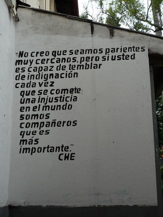 No creo que seamos parientes muy cercanos… Che Guevara    Santa Librada, Cali    By @elreticente