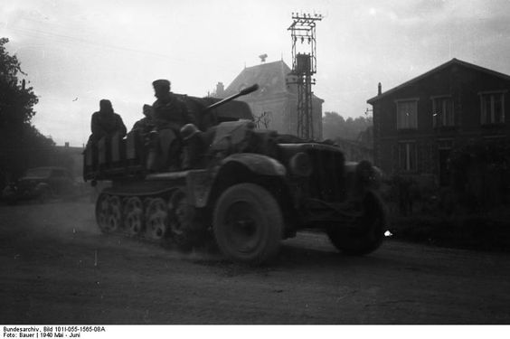 German SdKfz 10/4 vehicle with a mounted 2 cm FlaK 30 anti-aircraft gun, France, May 1940 (German Federal Archive: Bild 101I-055-1565-08A)