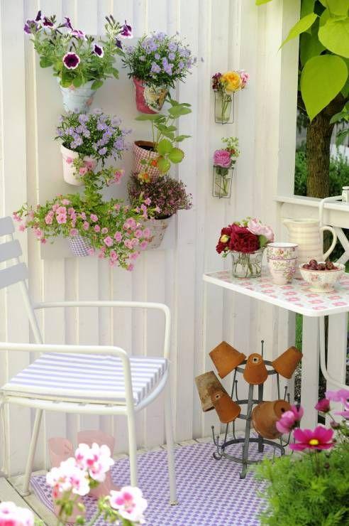 Kwietnik Na Balkon Diy Krok 6 Kwietnik Na Balkon Diy Balcony Decor Outdoor Yard Ideas Pink Pillows