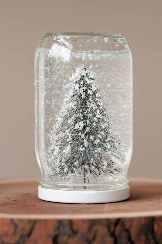 selbstgemachte geschenke glas schneekugel basteln tanne schnee diy weihnachtsgeschenke von. Black Bedroom Furniture Sets. Home Design Ideas