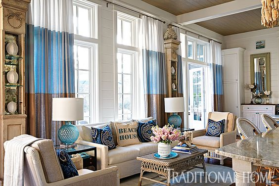 A cozy sitting area creates a link between the living and dining rooms. - Photo: Jean Allsopp / Design: Georgia Carlee: