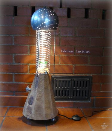 """Stehlampe """"Globus Lucidus"""" aus Upcycling Material"""