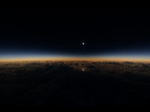 O eclipse assistido de um avião parece a visão do fim do mundo | HypeScience