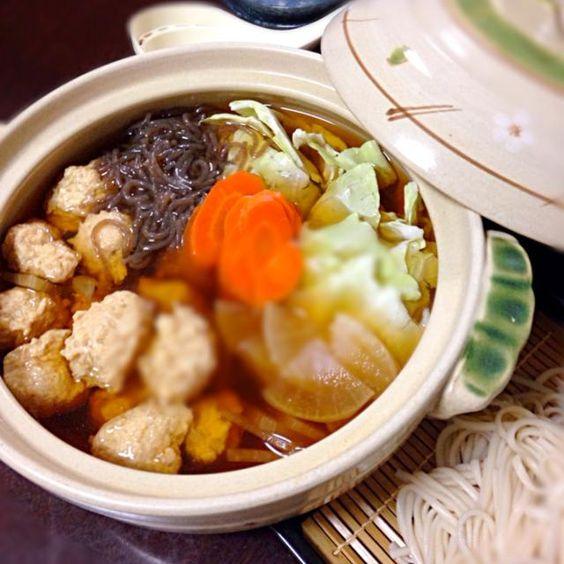子供が風邪でダウン 買い物に出れないため、残り物で作りました。生姜も入れてカラダポカポカ - 6件のもぐもぐ - 山芋入り鷄つくね鍋 ( ›◡ु‹ ) by kouriku122
