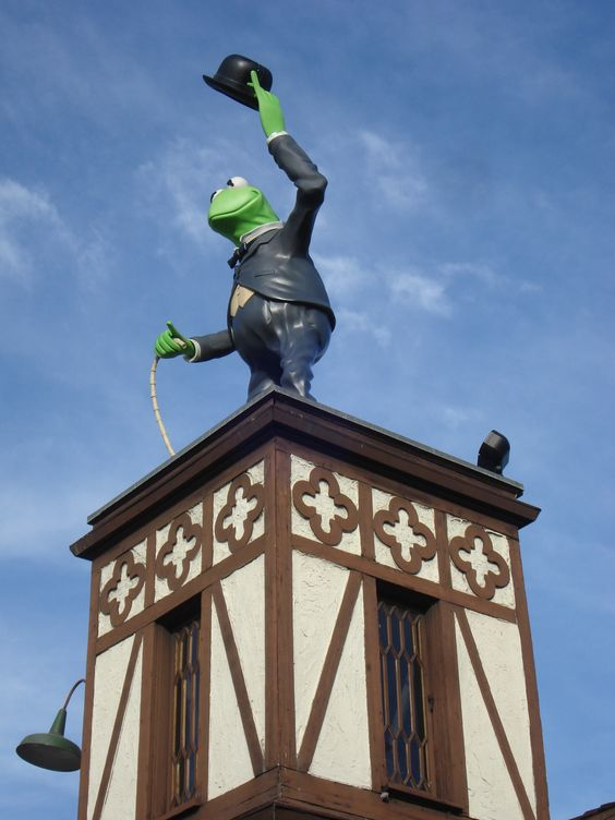See the latest Muppet movie? Here's the Hollywood HQ in the film (real HQ)!